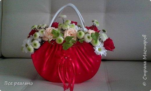 Вот такая сумочка с живыми цветами у меня получилась,Сумочку делала из картонной коробки и обтягивала тканью. фото 4
