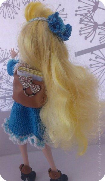 """Здравствуйте Все.  Сегодня я сдаю работу на конкурс  """" Школьные деньки""""     http://stranamasterov.ru/node/1042660   Её представляет Алиса она переходит в этом году в 5 класс.  фото 5"""