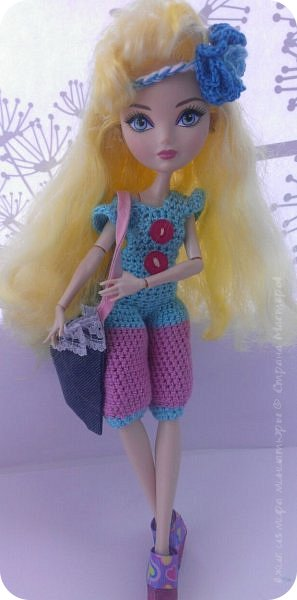 """Здравствуйте Все.  Сегодня я сдаю работу на конкурс  """" Школьные деньки""""     http://stranamasterov.ru/node/1042660   Её представляет Алиса она переходит в этом году в 5 класс.  фото 7"""