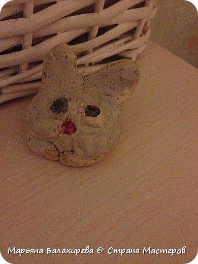 В этой записи я бы хотела разместить работы моей младшей сестры ( 5 лет ).Вот этого зайчика она сделала из соленого теста. фото 1