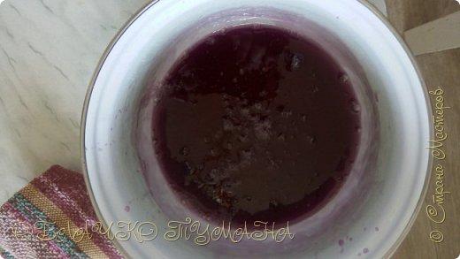 Сладенькое любят все. Особенно дети. Сегодня предлагаю приготовить вот такие кексы. они очень сладкие и вкусные, и потому в холодильнике надолго не задерживаются. И так, рецепт: Для теста: 4 яйца 4 ложки сахарной пудры 4 ложки муки разрыхлитель  Для крема: 3 белка стакан сахара пол стакана воды и краситель по желанию фото 8