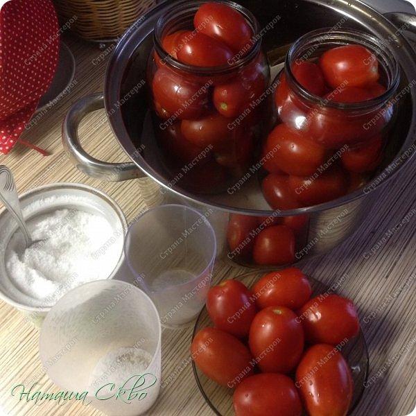 """ВСЕМ доброго времени суток! Показываю и жду отзывов на достаточно """"странный"""" рецепт консервирования томатов. Найден на просторах Инета, пробую сама впервые, хотелось бы получить отклик- может кто уже рискнул;-))) НУЖНО: помидоры, соль, вода обычная некипячёная и...ВСЕ!!! фото 1"""