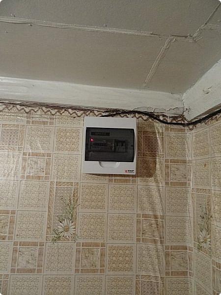 Вот моя Избушка на курьих ножках. Ну по сравнению с тем, что было - просто терем (http://stranamasterov.ru/node/1046199) Я разобрала завал перед домом и выяснила, что там есть газовая труба. Но выяснилось, что газ мне не подключат, т.к. нет акта от пожарной инспекции, а те сказали, что не дадут мне акт т.к. мой домик хобитов действительно аварийно опасен. фото 4