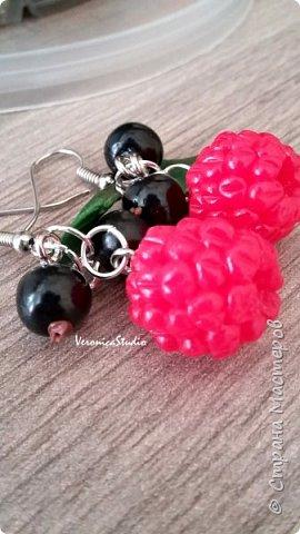 """Серьги """"Черника"""" Каждая ягодка сделана вручную из полимерной глины. Длина- 4 см, декор- 2,5 см фото 6"""