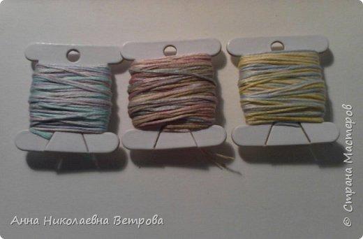 В этом блоге я расскажу как предать ниткам мулине металический и перламутровый оттенок. Я купила акриловые краски и решила их опробовать на нитках. Что у меня вышло, читайте дальше. фото 6