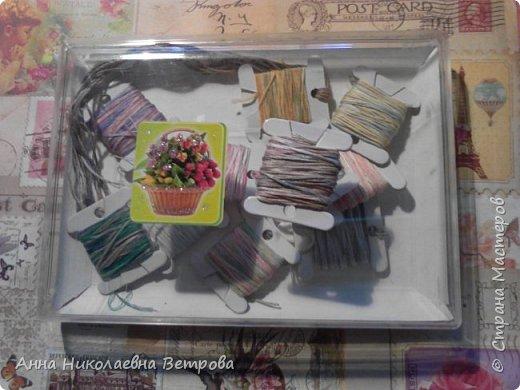 В этом блоге я расскажу как предать ниткам мулине металический и перламутровый оттенок. Я купила акриловые краски и решила их опробовать на нитках. Что у меня вышло, читайте дальше. фото 1