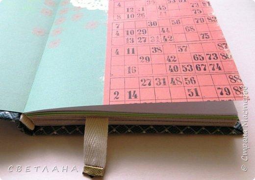 Буквально  на  одном  дыхании  сделала  этот  блокнотик  А5  для  себя -  бюджетный  вариант,  из  всяких  остатков,  но  получился  довольно  милый... фото 4