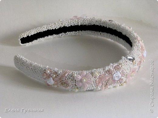 Этот праздничный обруч вышит бисером, жемчугом, текстильными цветами, чешским стеклом.Цвета: белый , серебристый и розовый. Это моя первая попытка вышивки бисером. (В общем - то я и нитками не вышиваю:)  фото 2