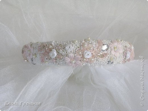 Этот праздничный обруч вышит бисером, жемчугом, текстильными цветами, чешским стеклом.Цвета: белый , серебристый и розовый. Это моя первая попытка вышивки бисером. (В общем - то я и нитками не вышиваю:)  фото 5