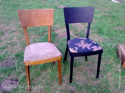 """Разбирали на даче очень старый сарай, нашли пять стульев еще из бабушкиной  городской квартиры. Вид, конечно, у них был совсем непрезентабельный, но стульчики оказались  на удивление крепкие. А когда я прочитала на штампике с обратной стороны год изготовления, то твердо решила, что крепкая  """"мЁбель"""" 1963 года рождения заслуживает """"респекта и уважухи""""! И вот после легких и непродолжительных боёв, я отвоевала право этих стульев на дальнейшую жизнь в нашем доме, правда пришлось """"сдать""""  трюмо и диван. фото 1"""