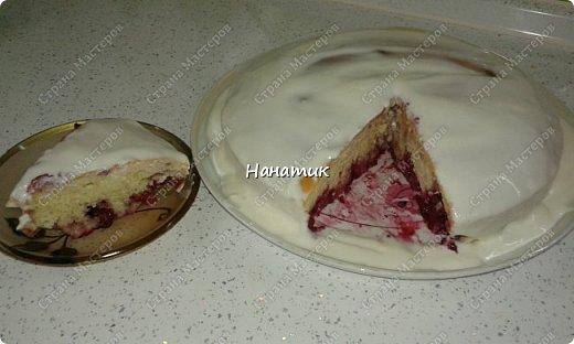 Добрый день! Предлагаю приготовить манник с ягодами.  Нам нужно: -манка 1 стакан (я брала объемом 300 мл) -кефир 1 стакан (такой же V) -3 яйца -сахарная пудра 1 стакан (объем 300 мл) -сода гашеная 0,5 ч.л.  -мука 1 стакан (объем 300 мл) -ягоды любые 300г (у меня смесь ягод и вишни) -ванилин 1/3 ч.л. крем для манника: сметана 200г + сахар по вкусу  фото 19