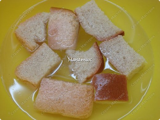 Добрый день! Делюсь еще одним рецептом. И вкусно и просто: Для фарша: -куриное филе 750г -хлеб несколько кусочков замочить в воде предварительно -2 луковицы среднего размера -2 зубчика чеснока -1 яйцо -соль по вкусу -мука для панировки Для подливы: -100г сметаны 20% жирность -томат (у меня домашний) примерно 400мл -зелень петрушки 50г -соль по вкусу -картофель 8-10 шт фото 3