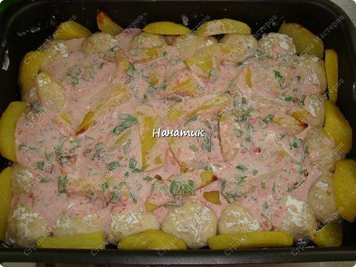 Добрый день! Делюсь еще одним рецептом. И вкусно и просто: Для фарша: -куриное филе 750г -хлеб несколько кусочков замочить в воде предварительно -2 луковицы среднего размера -2 зубчика чеснока -1 яйцо -соль по вкусу -мука для панировки Для подливы: -100г сметаны 20% жирность -томат (у меня домашний) примерно 400мл -зелень петрушки 50г -соль по вкусу -картофель 8-10 шт фото 10
