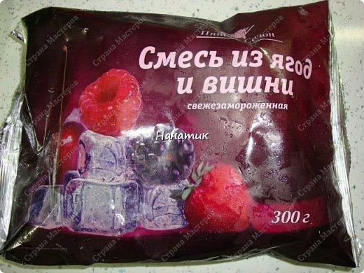 Добрый день! Предлагаю приготовить манник с ягодами.  Нам нужно: -манка 1 стакан (я брала объемом 300 мл) -кефир 1 стакан (такой же V) -3 яйца -сахарная пудра 1 стакан (объем 300 мл) -сода гашеная 0,5 ч.л.  -мука 1 стакан (объем 300 мл) -ягоды любые 300г (у меня смесь ягод и вишни) -ванилин 1/3 ч.л. крем для манника: сметана 200г + сахар по вкусу  фото 10
