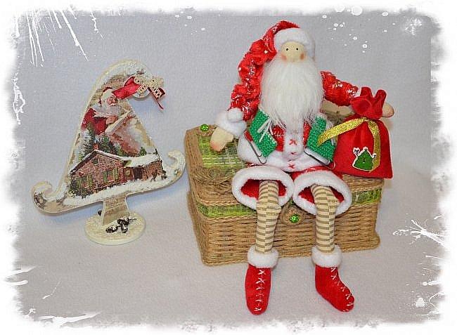 Всем Привет! А я к Вам Сегодня с Частичкой Нового Года- Встречайте Санта Клаус!!! Новый Год ведь не за Горами  и я к нему понемногу готовлюсь)))  Санта Ростом 33 см! Может сидеть Самостоятельно Свесив Ножки! Такой он Новогодний Вышел!!!!!!!! Ну Очень Он Мне Нравится))) фото 1