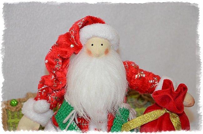 Всем Привет! А я к Вам Сегодня с Частичкой Нового Года- Встречайте Санта Клаус!!! Новый Год ведь не за Горами  и я к нему понемногу готовлюсь)))  Санта Ростом 33 см! Может сидеть Самостоятельно Свесив Ножки! Такой он Новогодний Вышел!!!!!!!! Ну Очень Он Мне Нравится))) фото 2