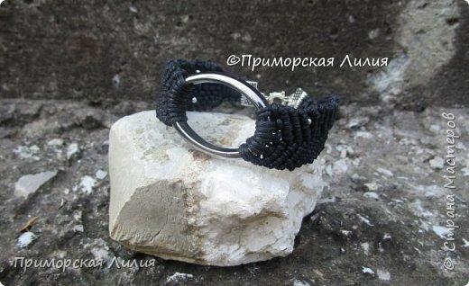 """Этот браслет я назвала """"Эко"""", он двухсторонний. Вощеный шнур х/б и деревянные бусины. фото 4"""