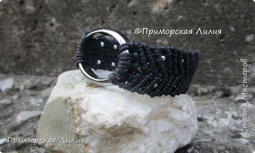 """Этот браслет я назвала """"Эко"""", он двухсторонний. Вощеный шнур х/б и деревянные бусины. фото 5"""
