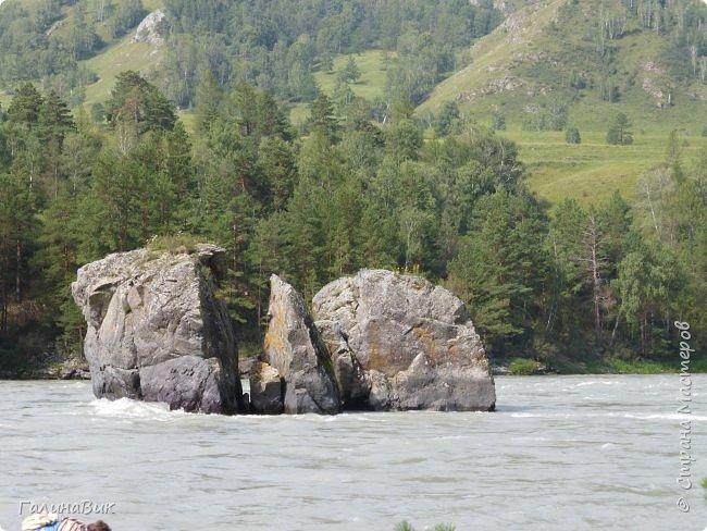 Итак, следуя по Чемальскому тракту, в ходе обзорной экскурсии был предложен для просмотра очень интересный (загадочный!!!) горный объект - огромный валун, застрявший в ущелье. И зовется этот камень Баатыр-Таш, что в переводе означает Богатырь-камень. фото 20