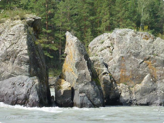 Итак, следуя по Чемальскому тракту, в ходе обзорной экскурсии был предложен для просмотра очень интересный (загадочный!!!) горный объект - огромный валун, застрявший в ущелье. И зовется этот камень Баатыр-Таш, что в переводе означает Богатырь-камень. фото 21