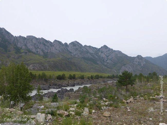 Итак, следуя по Чемальскому тракту, в ходе обзорной экскурсии был предложен для просмотра очень интересный (загадочный!!!) горный объект - огромный валун, застрявший в ущелье. И зовется этот камень Баатыр-Таш, что в переводе означает Богатырь-камень. фото 29
