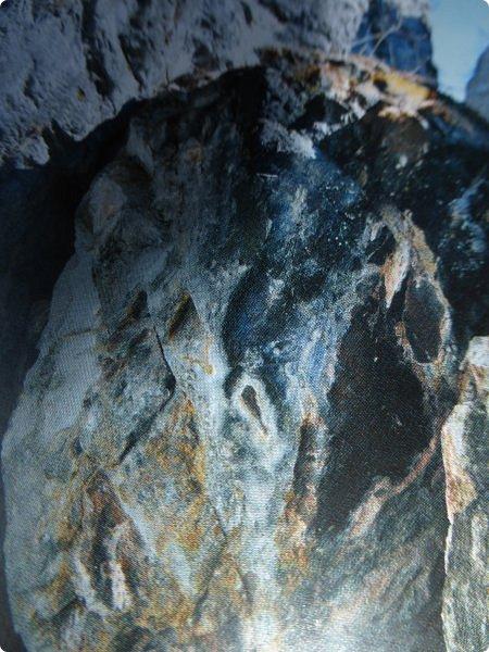 Итак, следуя по Чемальскому тракту, в ходе обзорной экскурсии был предложен для просмотра очень интересный (загадочный!!!) горный объект - огромный валун, застрявший в ущелье. И зовется этот камень Баатыр-Таш, что в переводе означает Богатырь-камень. фото 7