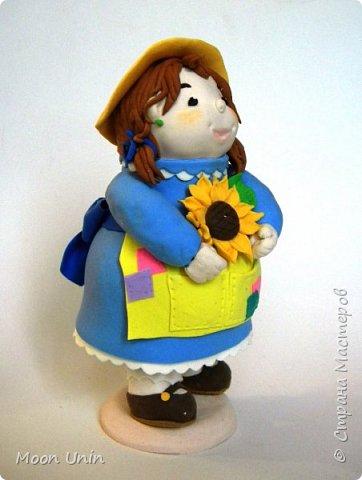 Куколка-толстушка из полимерной глины Modena на основе лампочки.  фото 5