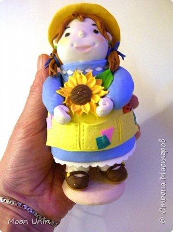 Куколка-толстушка из полимерной глины Modena на основе лампочки.  фото 12