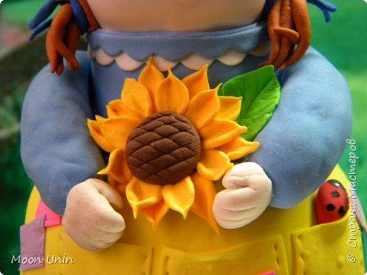 Куколка-толстушка из полимерной глины Modena на основе лампочки.  фото 13