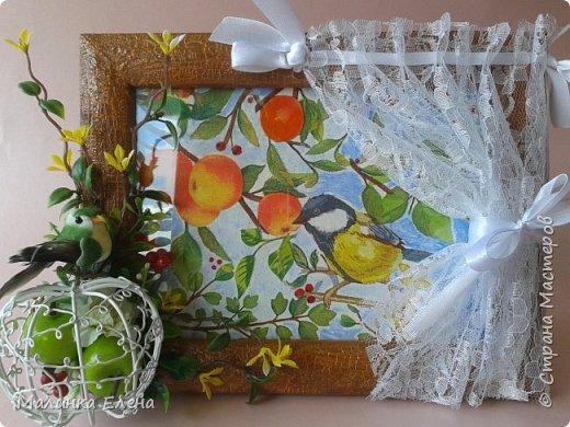 """Я назвала это """"Сад за окном"""". За стеклом - декупаж, дорисовка, на рамке - кракелюр, шторочку приклеила.  фото 2"""