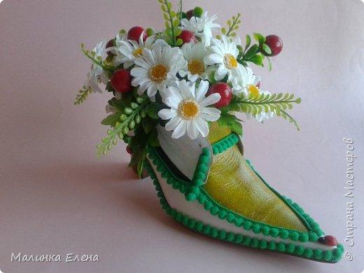 В своем старом (он был черным) ботиночке сделала композишку, покрасила, украсила, покрыла лаком. Идею взяла из инета....... фото 2