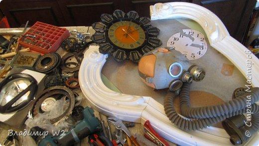 Таймпанк (англ. timepunk) — поджанр научной фантастики, моделирующий мир стоящий на каком-то ином технологическом уровне, что подразумевает иные законы социума. фото 3