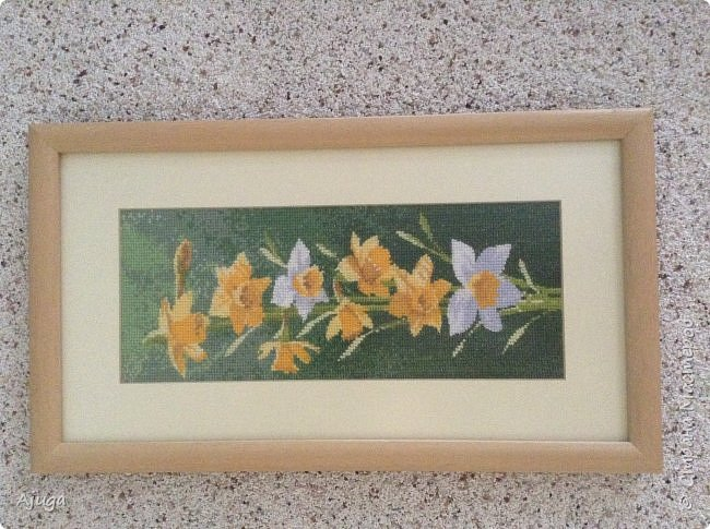 Сегодня покажу картины с цветочными мотивами.Первая- подсолнухи.К сожалению фото загружаются ,, лёжа,,, а у меня они висят вертикально. фото 8