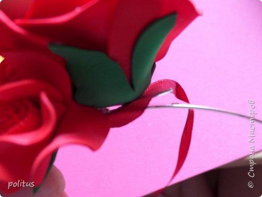 Заказала мне как то девушка ободок, говорит хочу к своему красному платью красный-красный ободок. Чтож, приступаем к его созданию. Все делается из фоамирана 1мм. Мне нравится делать ободки из цветов разного размера и формы, поэтому сделаем цветы трех видов. Первые будут самые большие, их у меня вышло 8 штук. Для них надо нарезать полоски шириной 3 см, делим их на квадраты, затем вырезаем лепестки. фото 10