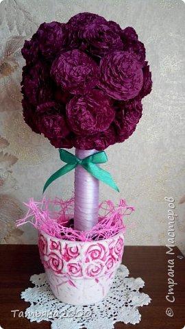 Цветочки сделаны из бумажных салфеток