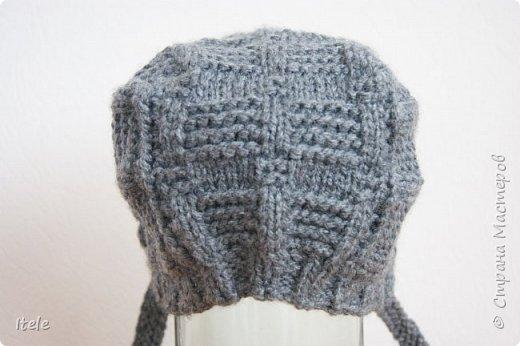 Связала вот такую шапочку для новорожденного. Моя первая вязанная вещь ! Связана по видио-уроку, любезно выложенному Виорикой на Ютюбе. Если кому-то интересно, то вот ссылка на урок - https://www.youtube.com/watch?v=vEkxlB-1LFc.    фото 3