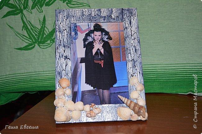 Вот такая рамочка родилась в 2012 после поездки в Черному морю, в чудесный город Геленджик. Фото этой работы были так же утеряны как кораблика в предыдущем блоге http://stranamasterov.ru/node/1046641. Рамочка делалась в подарок сослуживице, Фотку свою вставила для наглядности. фото 1