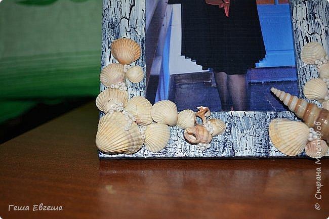 Вот такая рамочка родилась в 2012 после поездки в Черному морю, в чудесный город Геленджик. Фото этой работы были так же утеряны как кораблика в предыдущем блоге http://stranamasterov.ru/node/1046641. Рамочка делалась в подарок сослуживице, Фотку свою вставила для наглядности. фото 2