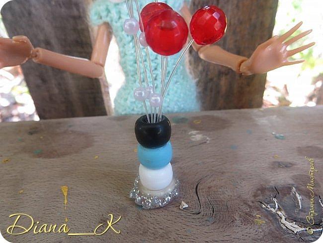 -вот такая вазочка из пуговок, бусинок,блесток и милой штуковины из бантика фото 2