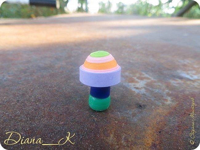 -вот такая вазочка из пуговок, бусинок,блесток и милой штуковины из бантика фото 9