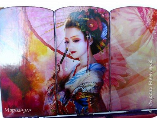 """Здравствуйте!  Покажу сегодня две шкатулки. Когда получила заготовки, почему-то сразу захотелось сделать их в японском стиле.Веера, сакура, иероглифы , фонарики.... Очень долго подбирала картинки и ,наконец, остановилась на картинках японского художника Shu Mizoguchi.   Первую назвала """"Гейша"""". фото 11"""