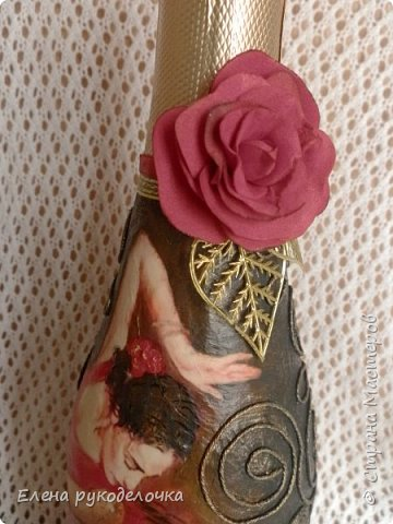 Украшая эту бутылку, впервые попробовала распечатку вместо салфетки и сделать цветочек из фома. фото 3