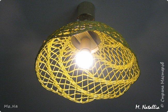 Всем привет! Вот такой абажурчик себе в спальню. Это уже второй, первый тут  http://stranamasterov.ru/node/987764. Окрашена морилкой лимон. Буковки видны, но выглядит очень интересно. фото 4