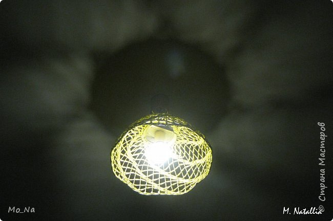 Всем привет! Вот такой абажурчик себе в спальню. Это уже второй, первый тут  http://stranamasterov.ru/node/987764. Окрашена морилкой лимон. Буковки видны, но выглядит очень интересно. фото 5