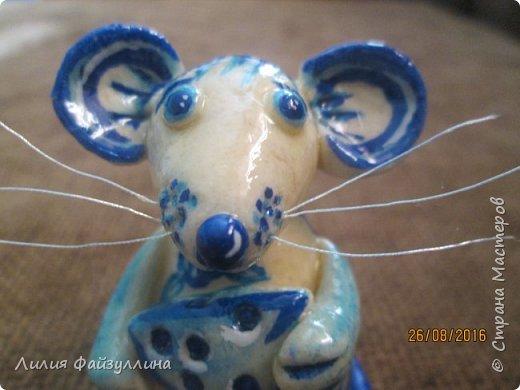 Здравствуйте!вот поступил такой заказ - мышка в стиле, так сказать, гжель. заказчику еще не показывала,я думаю понравится.  я старалась))) хоть мне многое в ней не устраивает,но лучше не смогу расписать. фото 4