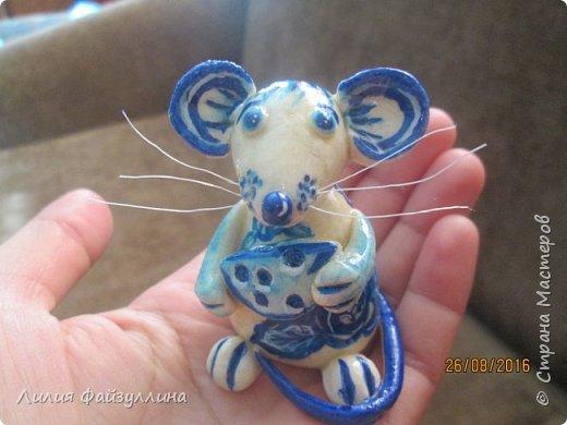 Здравствуйте!вот поступил такой заказ - мышка в стиле, так сказать, гжель. заказчику еще не показывала,я думаю понравится.  я старалась))) хоть мне многое в ней не устраивает,но лучше не смогу расписать. фото 5