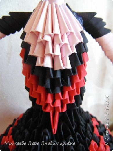 Добрый вечер , уважаемые мастера! Кончается прекрасная летняя пора , и мне хочется разместить одну из последних работ в технике модульного оригами. Не буду много писать - просто посмотрите и оцените.  Модульное оригами балерины я уже размещала , поэтому объяснять много не буду. Если кому-то интересно , то МК у меня есть в прошлых работах . фото 6
