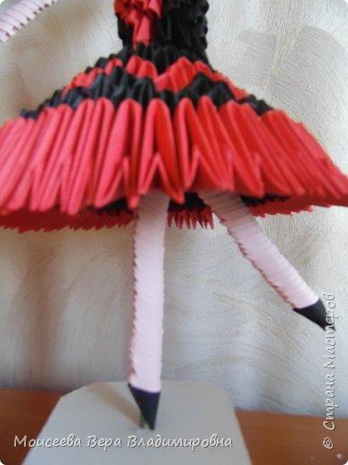 Добрый вечер , уважаемые мастера! Кончается прекрасная летняя пора , и мне хочется разместить одну из последних работ в технике модульного оригами. Не буду много писать - просто посмотрите и оцените.  Модульное оригами балерины я уже размещала , поэтому объяснять много не буду. Если кому-то интересно , то МК у меня есть в прошлых работах . фото 7