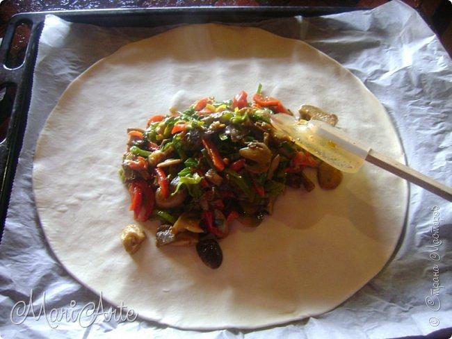 Здравствуйте всем, кто заглянул в гости!!  Хочу предложить вам быстрый рецепт пирога из слоёного теста, с грибами и ветчиной фото 11