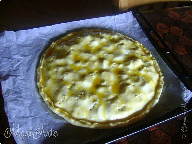 Здравствуйте всем, кто заглянул в гости!!  Хочу предложить вам быстрый рецепт пирога из слоёного теста, с грибами и ветчиной фото 20